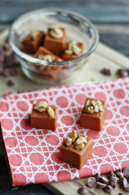 cinnamon-roll-fudge-
