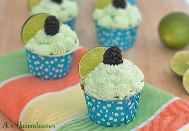 50 Pastel Desserts for Spring: Blackberry-Lime-Cupcakes