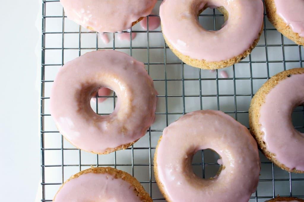 50 Pastel Desserts for Spring: Ruhbard & Vanilla Bean Donuts