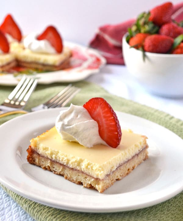 50 Pastel Desserts for Spring: Strawberry Lemonade Shortbread Bars