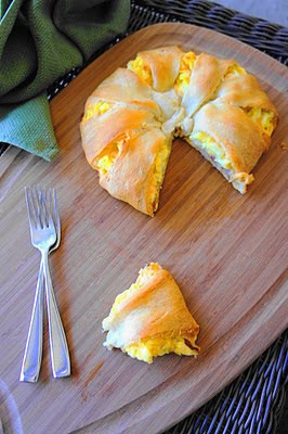 50 Easy to Make Breakfast Recipes: Bacon, Egg & Cheese Ring