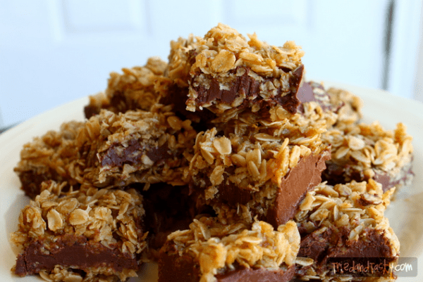 50 No Bake Treats: No Bake Chocolate Oat Bars