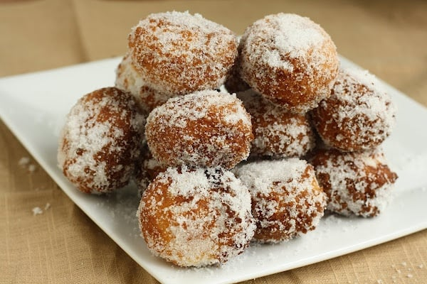 50 Very Vanilla Recipes: 15 Minute Vanilla Bean Doughnut Holes