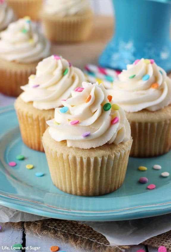 50 Very Vanilla Recipes: Perfect Moist and Fluffy Vanilla Cupcakes