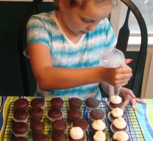 Midnight Mint Chocolate Cupcakes-kids decorating