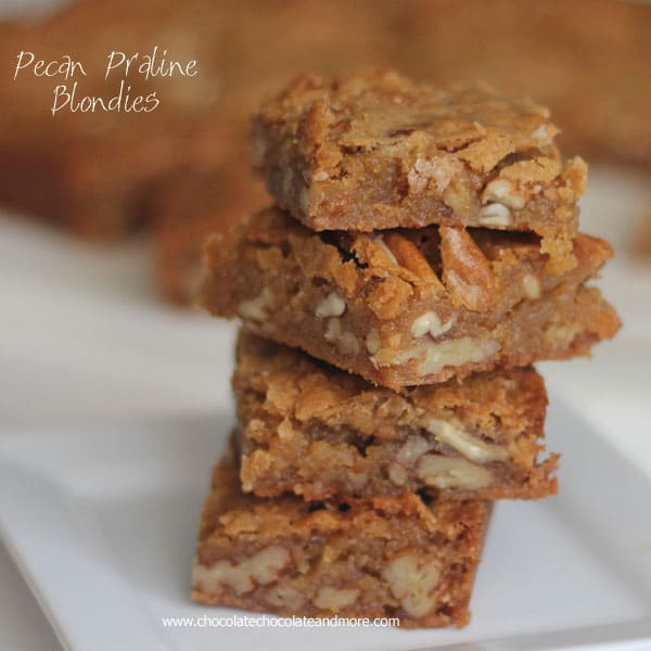 Pecan Praline Blondies-these bars are full of rich vanilla flavor and ...