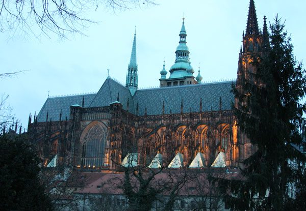 Prague-Castle-dusk-lighted-08a