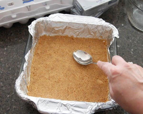 Classic-Cheesecake-Bars-crust-11a