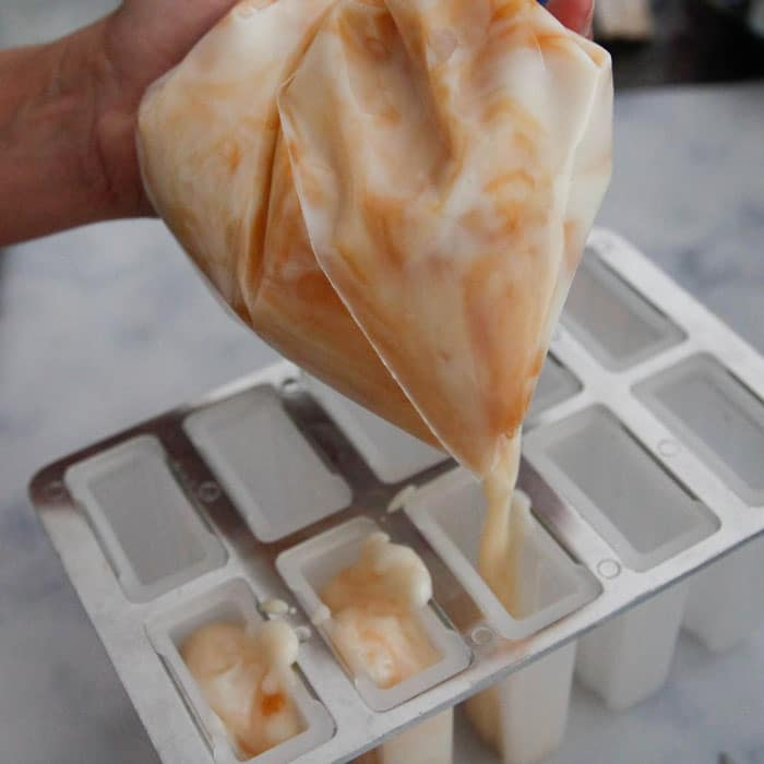 Use-plastic-bag-for-easy-filling-of-small-spaces-57c