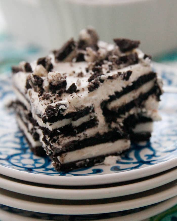 I have been craaaaaaving this Oreo icebox dessert for about a month now, ever since our end-of-school ice cream party when my 'room mom' brought in Oreos for the students to put on their ice cream.