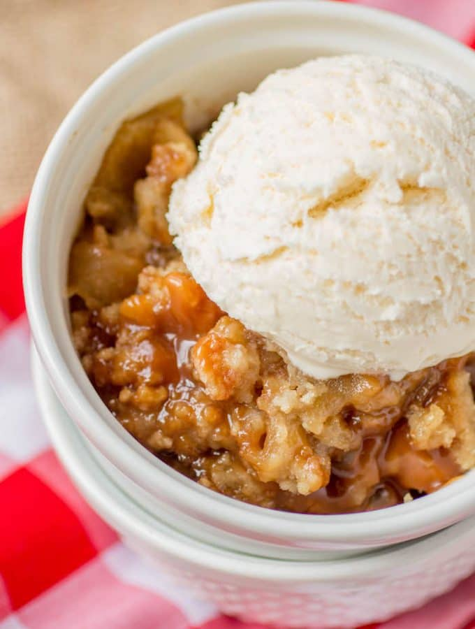 This Skillet Caramel Apple Crumble