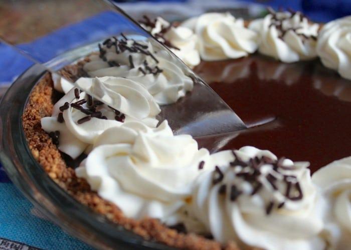 Chocolate-Banoffee-Pie-slicing-pie