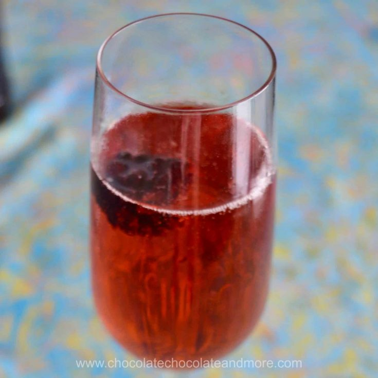 Blackberry Kir Royale – alcoholic and mocktail versions
