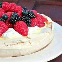 Pavlova with Lemon Curd | pavlova recipe